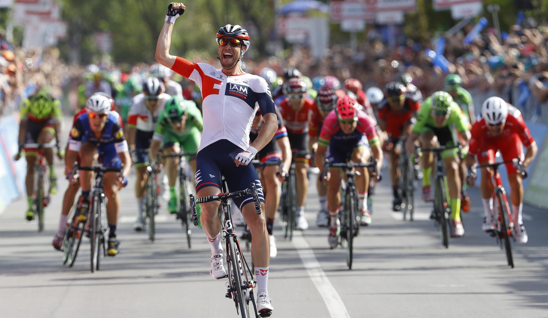 Giro tappa 17 – Roger Kluge offre une première victoire dans un grand tour à IAM Cycling